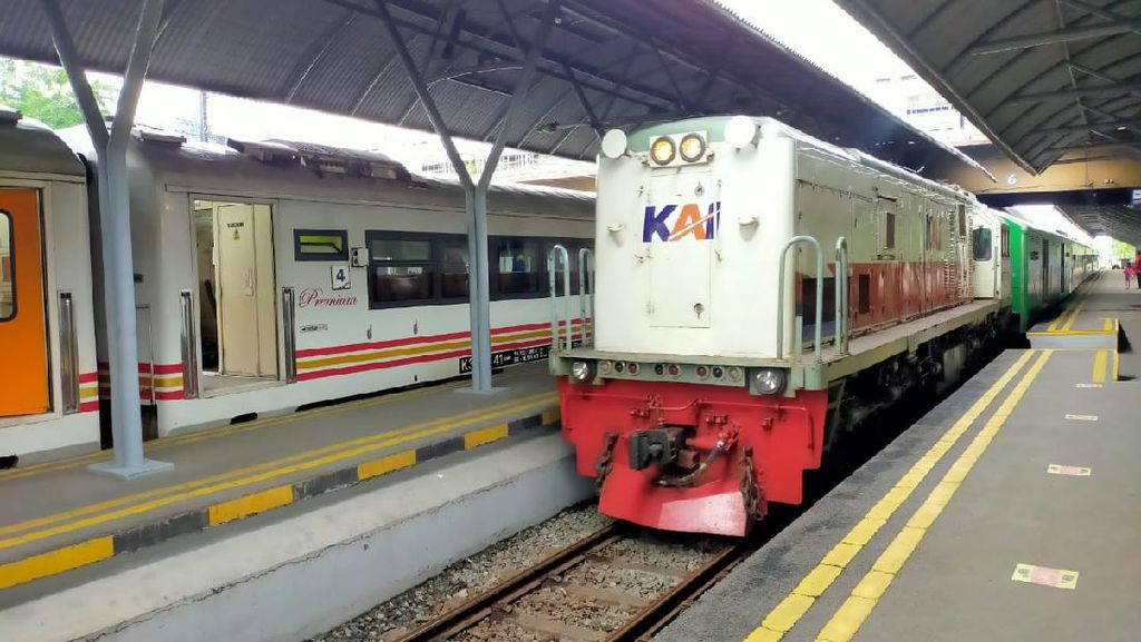 Semua Penumpang Kereta Jarak Jauh hingga Lokal di Daop 8 Surabaya Wajib Vaksin