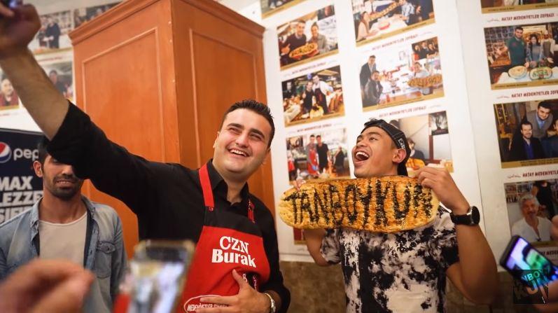 Tanboy Kun Mukbang di Resotran Milik Chef CZN Burak
