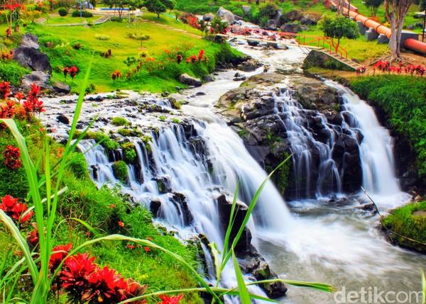 Air terjun ini kemudian dimasukkan dalam salah satu geosite Ijen Geopark.(Chuk Shatu W/detikcom)
