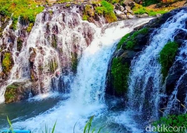 Air terjun Little Niagara itu terletak di Kebun Blawan, PTPN XII, yang secara administratif berada di Desa Kalianyar, Ijen, Bondowoso.(Chuk Shatu W/detikcom)