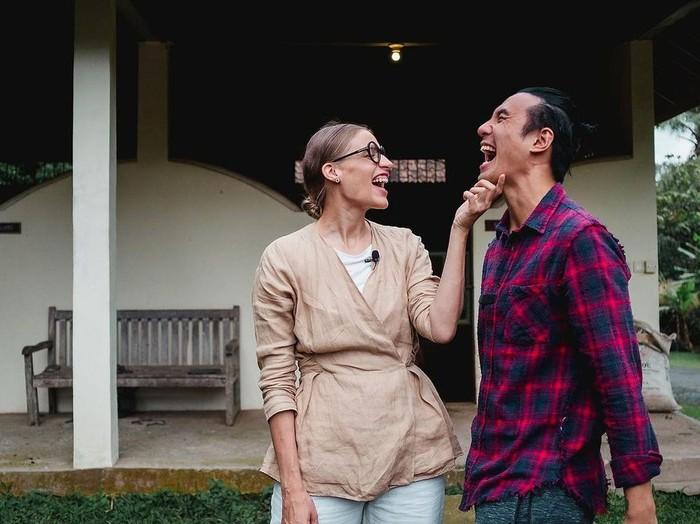 Daniel Mananta dan istrinya
