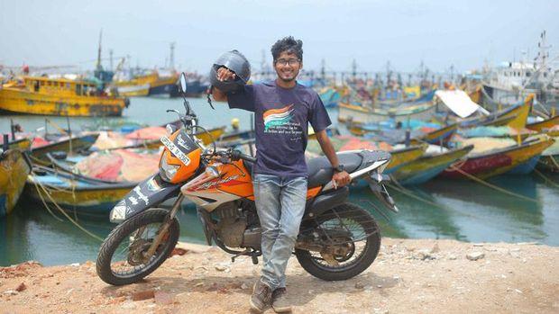 Gaurav Siddarth pria pemegang rekor perjalanan dengan motor terjauh dalam satu negara