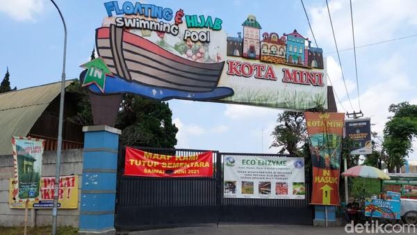 Sejumlah objek wisata di kawasan Lembang, Kabupaten Bandung Barat, tutup selama pemberlakuan PPKM Darurat, Minggu (4/7/2021).