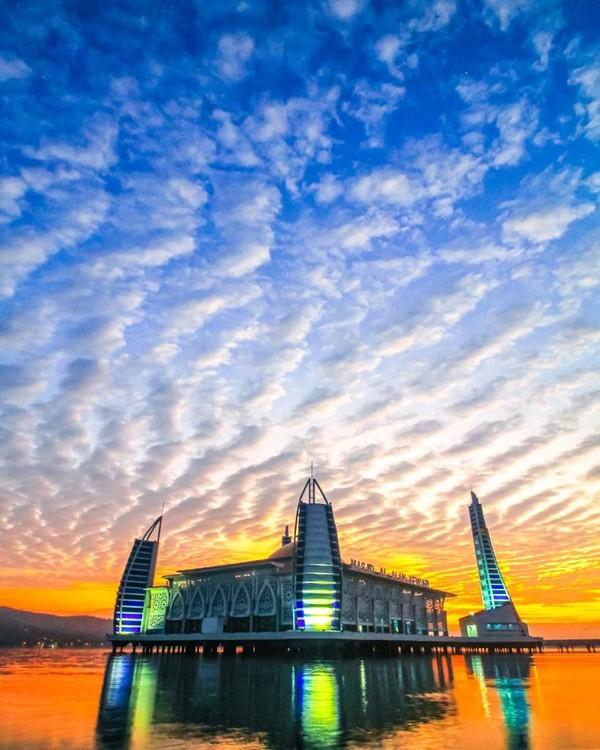 Masjid ini memiliki luas 12.692 meter persegi dan mampu menampung hingga 10.000 jemaah.(Pemrov Kendari)