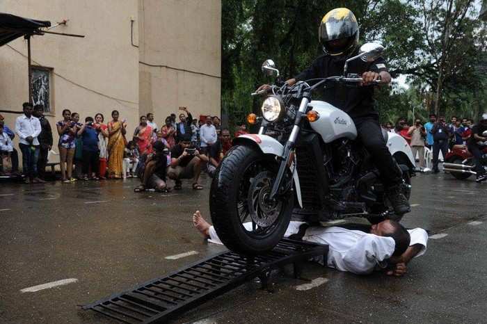 Pandit Dhayagude pria pemegang rekor dilindas motor terbanyak