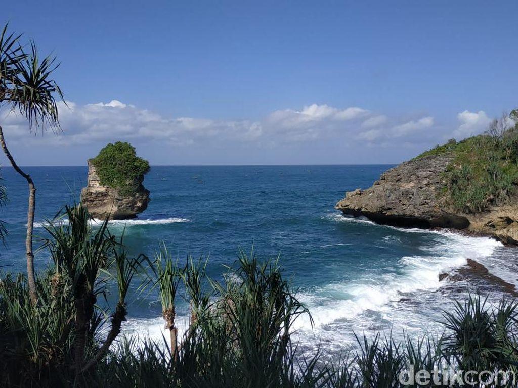 Pantai Baban Gede di Pacitan yang Masih Perawan