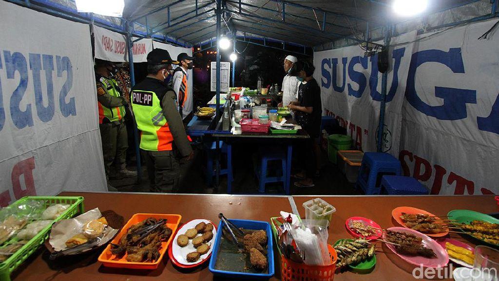 PPKM Level 4, Satpol PP Bali Awasi Dine In di Angkringan-Kedai Kopi 30 Menit
