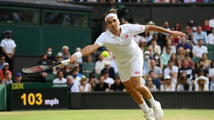 LONDON, ENGLAND - JULY 03: Roger Federer of Switzerland plays a forehand during his mens singles third round match against Cameron Norrie of Great Britain during Day Six of The Championships - Wimbledon 2021 at All England Lawn Tennis and Croquet Club on July 03, 2021 in London, England. (Photo by Mike Hewitt/Getty Images)