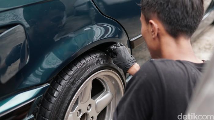 Tips Cara Menghitamkan Ban Mobil