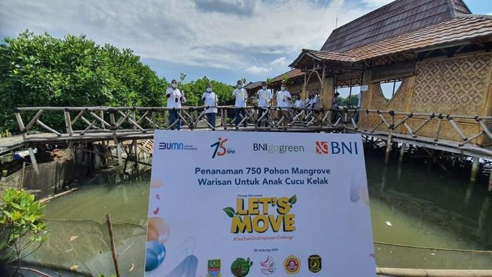 Dalam rangkaian perayaan HUT ke-75, BNI menggelar aksi peduli lingkungan dengan menanam pohon dan merestorasi terumbu karang.