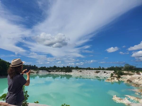 Danau Kaolin yang dulunya adalah area pertambangan Kaolin kini menjadi tempat wisata