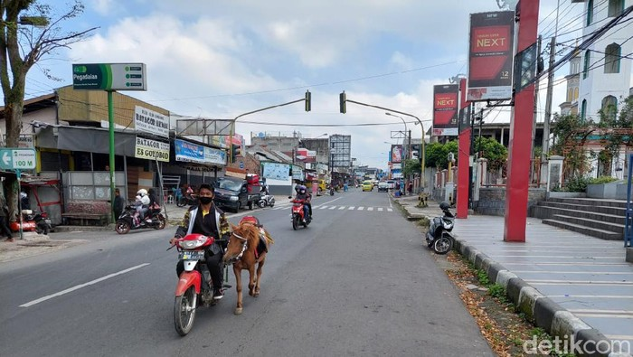Jalan Alun-alun Lembang, Bandung Barat.