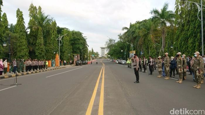 Jalan protokol di Cilegon ditutup selama PPKM Darurat (M Iqbal/detikcom)