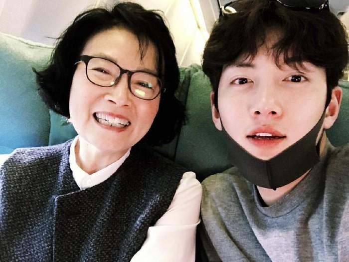 Ji Chang Wook dengan ibunya