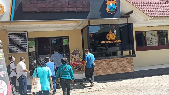 Keluarga pengusaha di Kota Probolinggo dilaporkan atas kasus dugaan penipuan dan penggelapan. Tiga orang terlapor merupakan warga Kelurahan Jati, Kecamatan Mayangan.