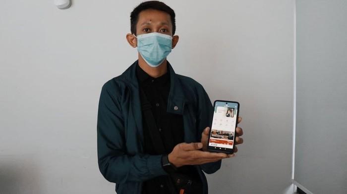 Peserta program Jaminan Kesehatan Nasional–Kartu Indonesia Sehat (JKN-KIS) kini dapat melakukan skrining kesehatan secara online dengan mudah. Pasalnya, ada aplikasi Mobile JKN dan CHIKA dengan aplikasi TELEGRAM (@BPJSKes_bot) yang dapat mengetahui risiko penyakit.