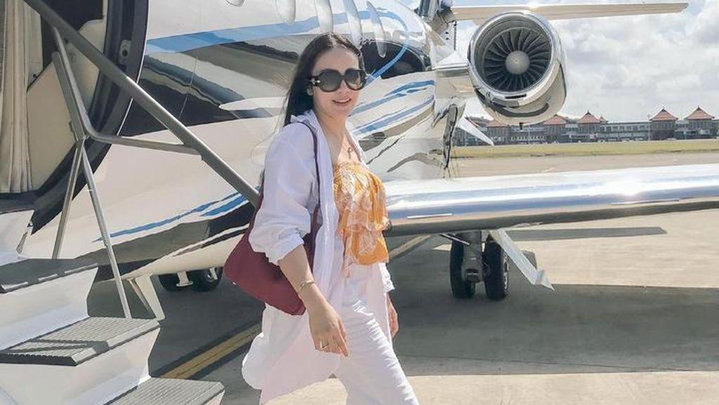 7 Foto Liburan Mewah Naik Jet Pribadi ala Momo Geisha, Dinyinyirin Netizen
