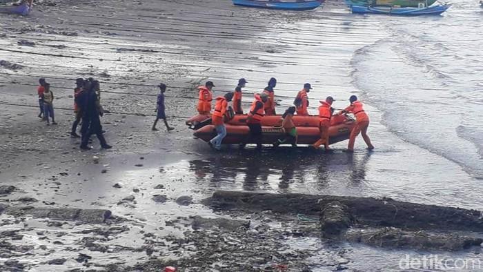 pencarian korban tenggelamnya KMP Yunicee