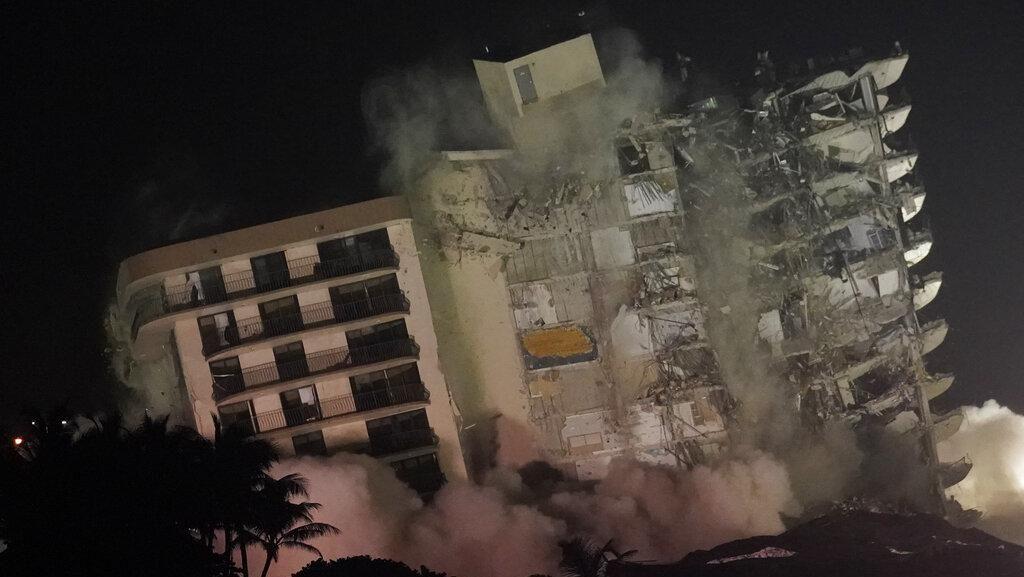 Struktur Rusak, Kondominium Terpaksa Diruntuhkan di Florida