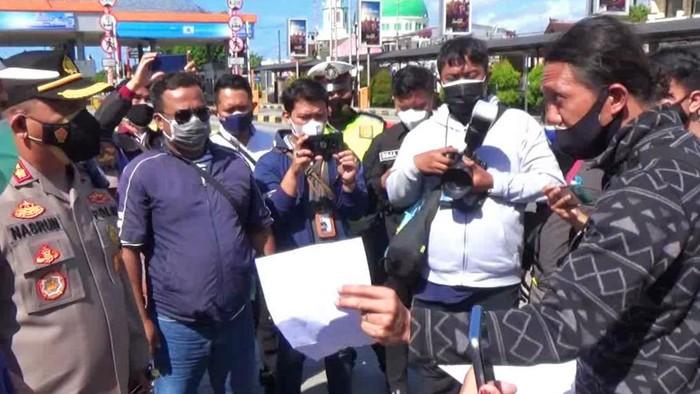 penumpang di pelabuhan ketapang protes saat ppkm darurat banyuwangi