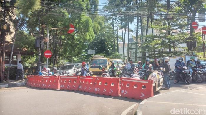 Penutupan jalan di Kota Bandung