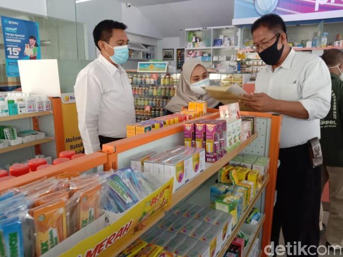 Polisi Jatim melakukan pengecekan dan pengawasan kelangkaan obat di sejumlah pedagang besar farmasi dan apotek. Pengawasan dilakukan sebagai tindaklanjut perintah Kapolri dan Kabareskrim.