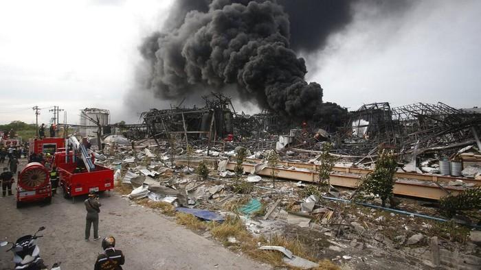 Ledakan besar yang terjadi di sebuah pabrik kimia di pinggiran Bangkok, Thailand, pada Senin (5/7) pagi waktu setempat.