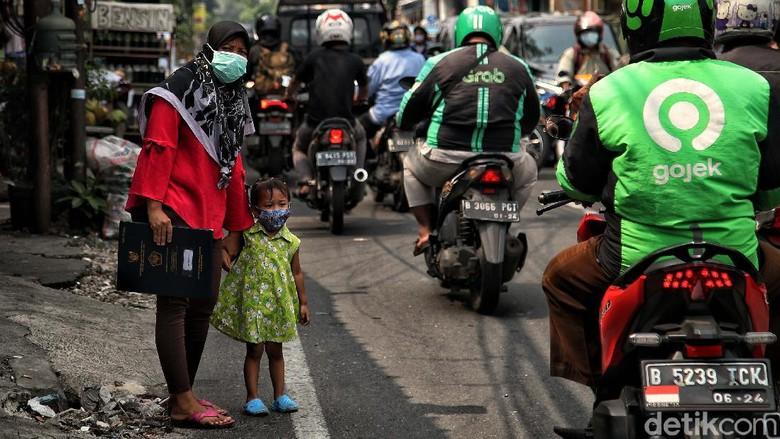 PPKM Darurat di Ibu Kota dinilai belum efektif. Mobilitas masyarakat masih tinggi ditandai dengan kemacetan yang terjadi dimana-mana.