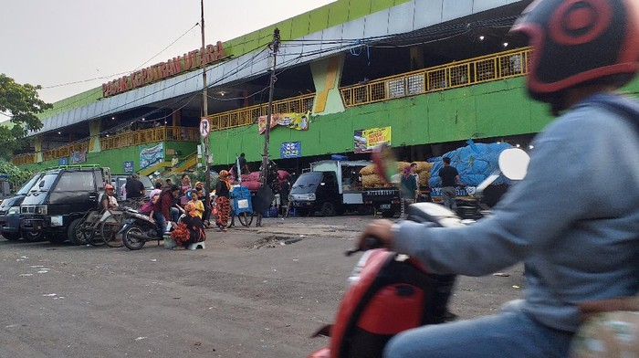 PPKM Darurat, Pasar Tradidisonal di Surabaya Masih Beroperasi