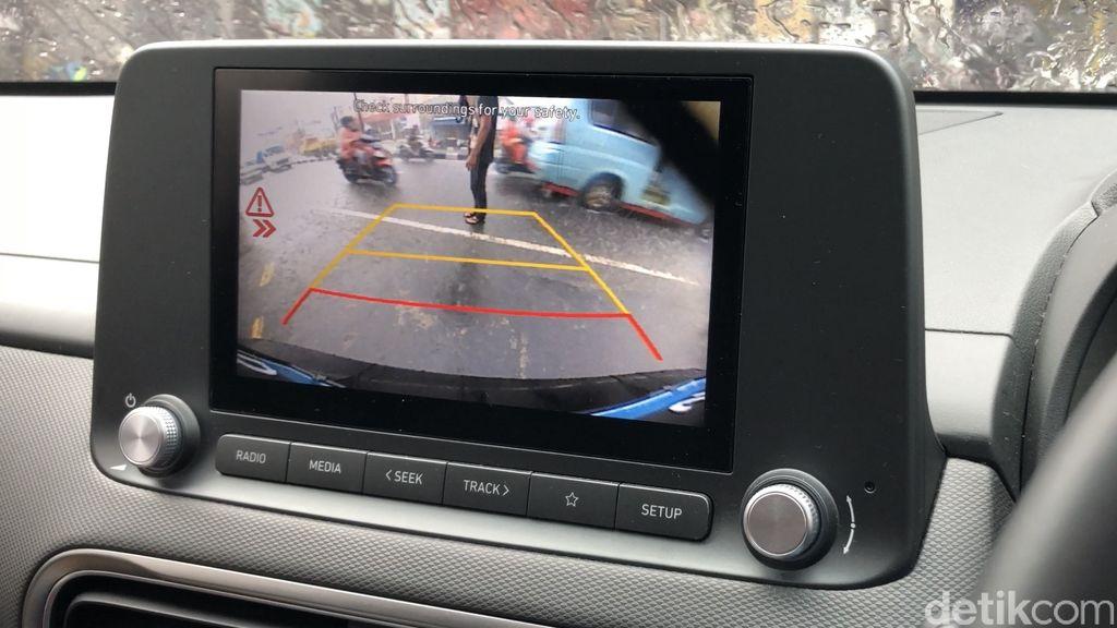 Rear Cross-Traffic Collision-Avoidance Assist di Hyundai Kona Electric 2021