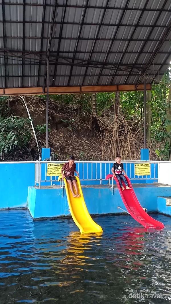 Prosotan di kolam_anak