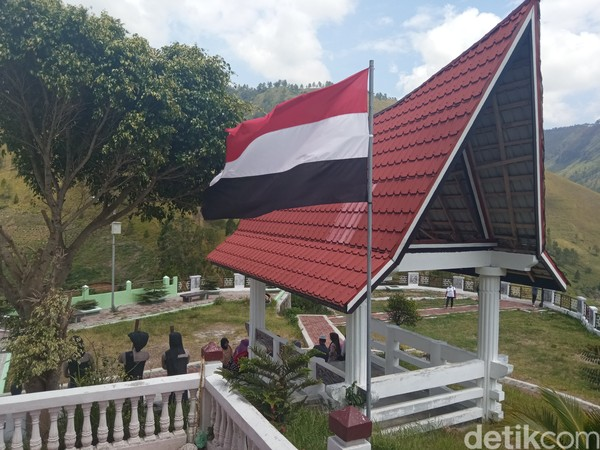 Orang batak sudah punya bendera sedari dulu. Merah, puith, dan hitam memiliki arti dunia atas, tengah, dan bawah. (Bonauli/detikcom)