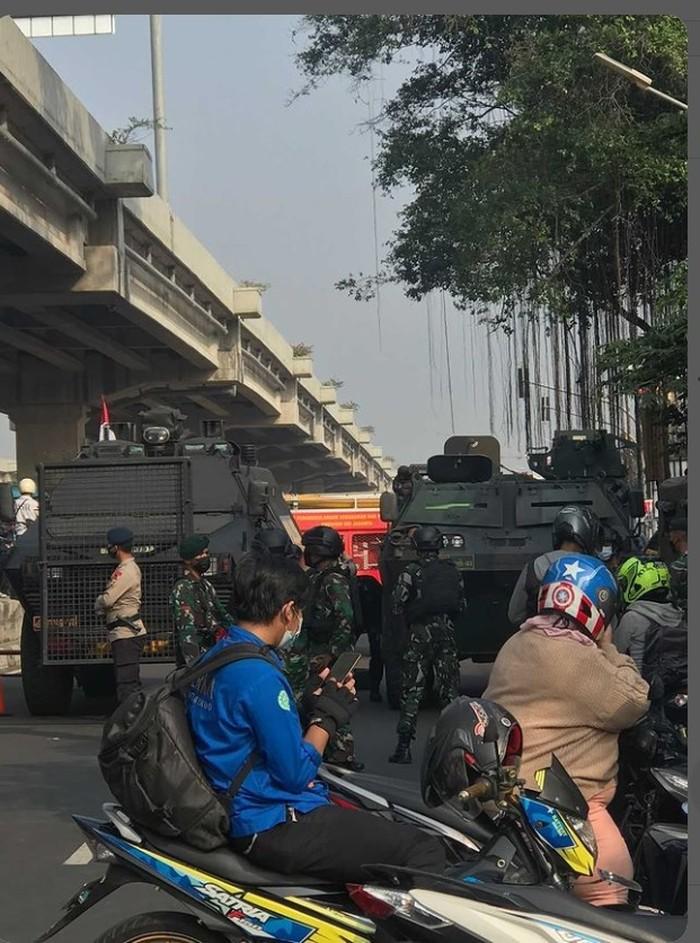 Suasana penyekatan PPKM Darurat di Jl Kalimalang arah Jakartaq