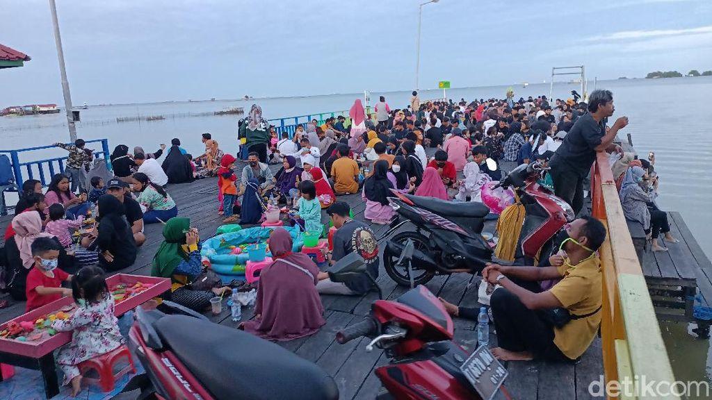 Kasus Corona Melonjak, Wisata Bontang Kuala Penuh Pengunjung