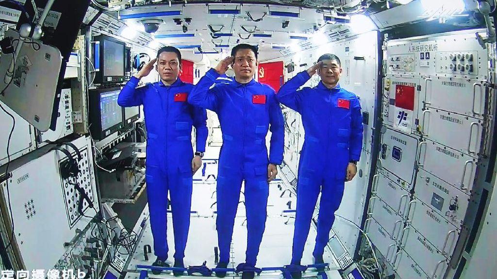 Saat Astronaut China Lakukan Eksperimen Medis di Luar Angkasa