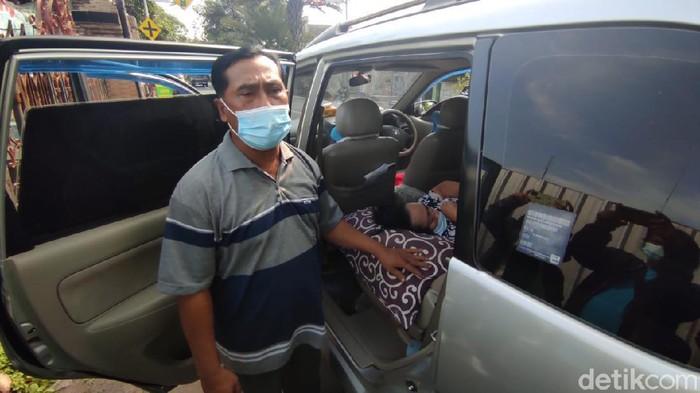 emak-emak sesak napas ditolak 7 rumah sakit