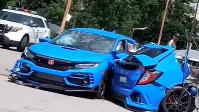 Honda Civic Type R terbelah jadi dua