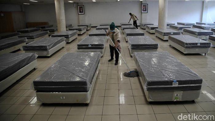 Kasus COVID-19 di Ibu Kota melonjak beberapa bulan terakhir. Kantor Wali Kota Jakarta Utara pun kini disiapkan jadi lokasi isolasi pasien Corona.