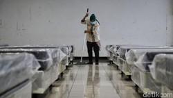 Kasus COVID-19 di Ibu Kota melonjak beberapa bulan terakhir. Kantor Wali Kota Jakarta Utara pun kini disiapkan jadi lokasi isolasi pasien COVID-19 tanpa gejala.