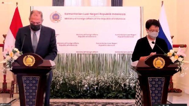 Menteri Luar Negeri (Menlu) Indonesia Retno Marsudi melakukan pertemuan bilateral dengan Menlu Rusia Sergey Lavrov