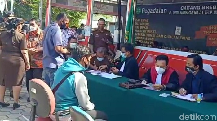 Pelanggar prokes PPKM Darurat di Brebes, Selasa (6/7/2021).