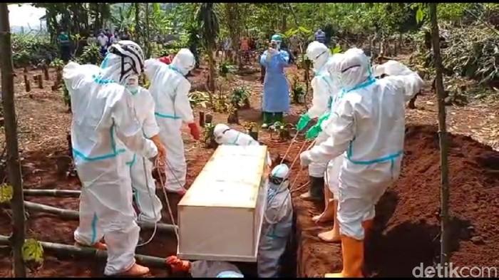 Pemakaman jenazah COVID-19 di Kabupaten Pekalongan