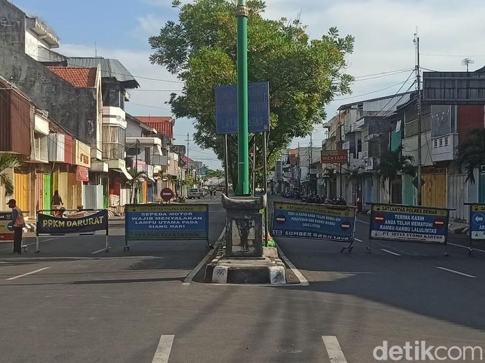 Penutupan jalan menuju Demak wilayah Kota selama PPKM Darurat, Selasa (6/7/2021)