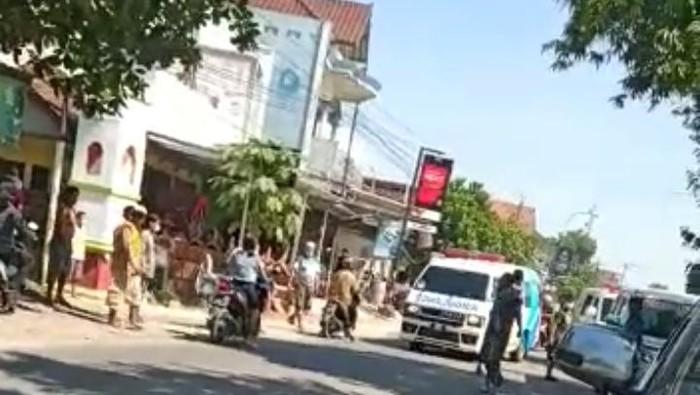 Video viral ambulans ugal-ugalan kecelakaan di Kudus