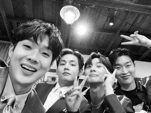 Kabar Terbaru Wooga Squad, Geng V BTS dan Park Seo Joon yang Reunian