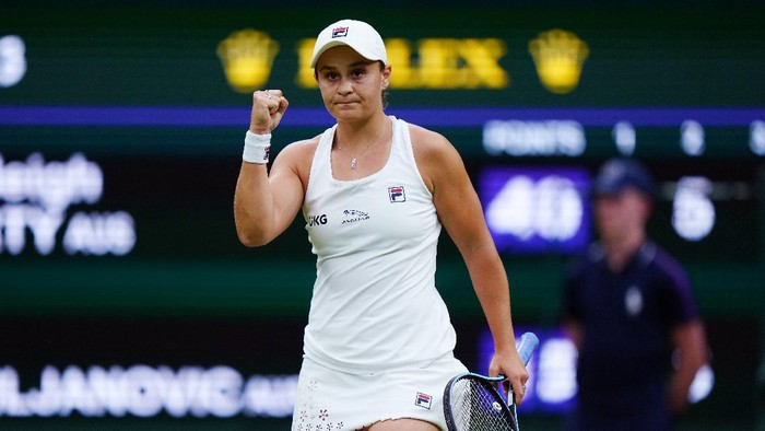 LONDON, ENGLAND - JULY 06: Ashleigh Barty of Australia celebrates in her Ladies Singles Quarter-Final match against Ajla Tomljanovic of Australia during Day Eight of The Championships - Wimbledon 2021 at All England Lawn Tennis and Croquet Club on July 06, 2021 in London, England. (Photo by Mike Hewitt/Getty Images)