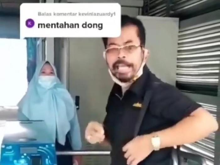Calon penumpang TransJakarta ngamuk saat ditegur memakai masker scuba