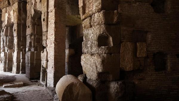 Berbeda dengan sekarang, kini Colosseum menjadi spot yang digemari oleh turis. Jutaan pengunjung datang ke situs ini setiap tahunnya. (Getty Images)