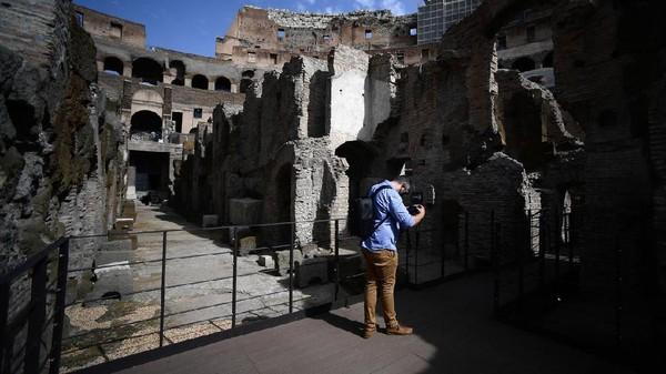 Waktu yang dibutuhkan untuk merestorasi area bawah tanah yaitu selama dua tahun. Proyek ini dipimpin oleh Kementerian Kebudayaan Italia tapi didanai oleh Pendiri dan CEO merek fashion Italia Tods, Diego Della Valle.(Filippo Monteforte/AFP)