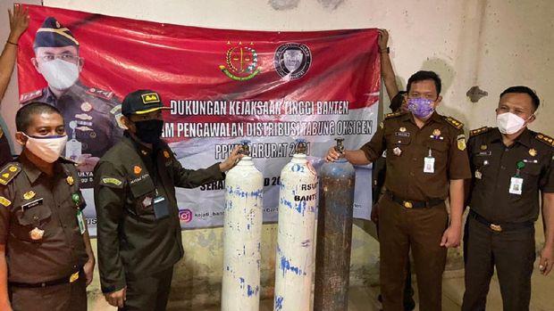 Mobil Tahanan Kejati Banten Diperbantukan Bawa Pasokan Oksigen untuk RS